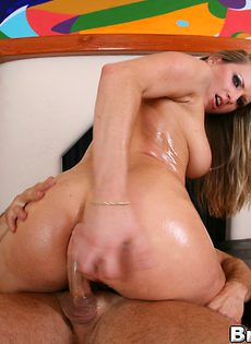 Вставил горячий пенис в большую задницу блондинки - фото #12