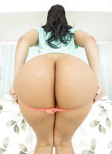 Латинская красавица продемонстрировала большую жопу - фото #