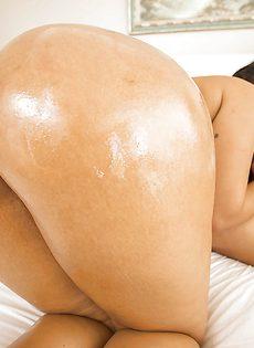 Латинку Rose Monroe трахнули в большую задницу - фото #