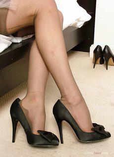 Молодой домработнице очень сильно хочется секса - фото #5
