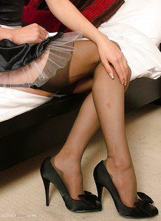 Молодой домработнице очень сильно хочется секса - фото #