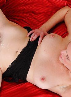 Оприходовал любимую жену в волосатую вагинальную дырку - фото #15