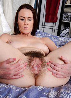 Veronica Snow впустила пенис в волосатую вагинальную щель - фото #
