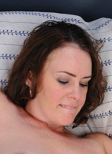 Отымел любимую жену в мохнатую киску и довел ее до оргазма - фото #