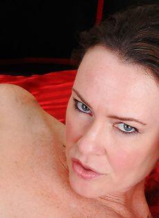 Брюнетка дала себя поиметь в волосатую вагинальную дырку - фото #6