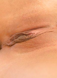 Женственная и любвеобильная куколка в сексуальных белых трусиках - фото #16