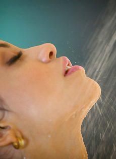 Красивые откровенные фотографии обнаженной милашки - фото #