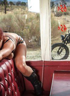 Фото обнаженной рыжеволосой красавицы - фото #5