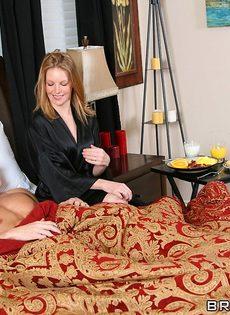 Джонни Синс покорил жгучую брюнетку своим половым членом - фото #1