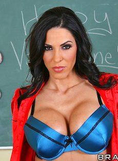 Грудастая преподавательница соблазнила лысого заочника - фото #2