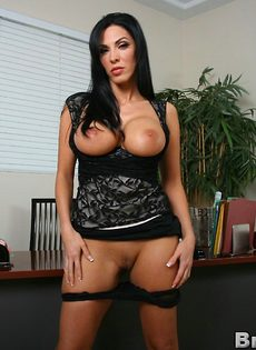 Деловой женщине с большими дойками хочется секса - фото #10
