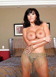 Veronica Rayne показала большую грудь и аппетитную задницу - фото #5