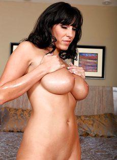 Veronica Rayne показала большую грудь и аппетитную задницу - фото #14