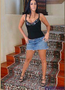 Анальный секс с изумительной женщиной на ступеньках - фото #16