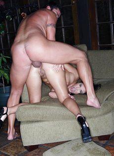 Veronica Rayne получает пенис внутрь влажного влагалища - фото #