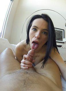 Уверенно сосет пенис возлюбленного от первого лица - фото #9