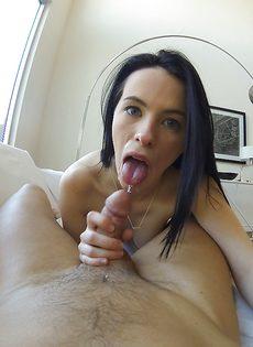 Уверенно сосет пенис возлюбленного от первого лица - фото #10