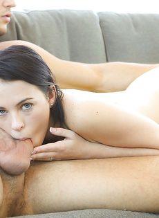 Милашка Veronica Radke нежно пососала пенис возлюбленного - фото #