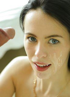 Veronica Radke впустила половой член в выбритую дырочку - фото #