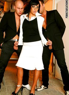 Veronica Diamond и два крепких паренька хорошенько трахнулись - фото #5