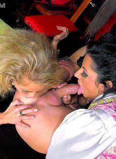 Очень развратный групповой секс с молодыми биксами - фото #