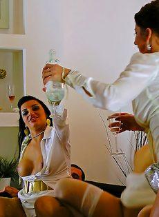 Откровенный групповой секс с раскрепощенными красавицами - фото #