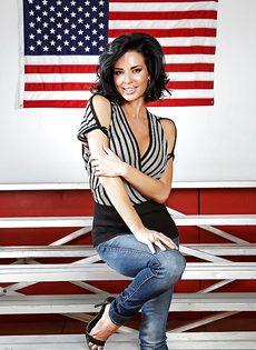 Американская звезда показала сексуальное нижнее белье - фото #2