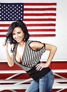 Американская звезда показала сексуальное нижнее белье - фото #3