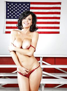 Американская звезда показала сексуальное нижнее белье - фото #9