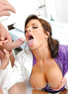 Женщина в белом халате перепихнулась с молоденьким пациентом - фото #15