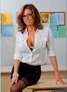 Вероника Авлув - сногсшибательная и раскрепощенная преподавательница - фото #1