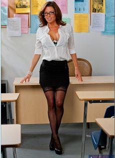 Вероника Авлув - сногсшибательная и раскрепощенная преподавательница - фото #