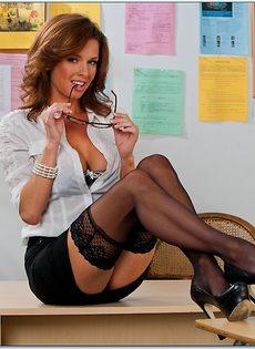 Вероника Авлув - сногсшибательная и раскрепощенная преподавательница - фото #3