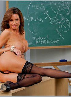 Вероника Авлув - сногсшибательная и раскрепощенная преподавательница - фото #14