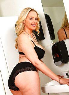 Джулия Энн раскрепостилась и показала горячие дырочки - фото #5