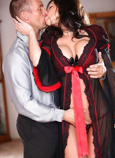 Классная дамочка Veronica Avluv отдается любимому мужику - фото #3
