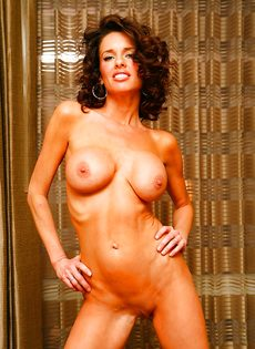 Эротические и откровенные фото гламурной женщины - фото #7