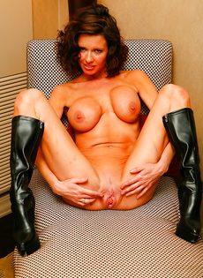 Эротические и откровенные фото гламурной женщины - фото #13