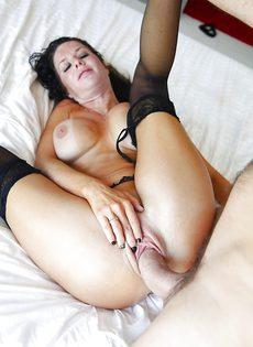 Большой стояк разрывает вагинальное отверстие взрослой стервы - фото #15