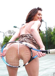 Грудастая стерва Вероника Авлув на теннисном корте - фото #15