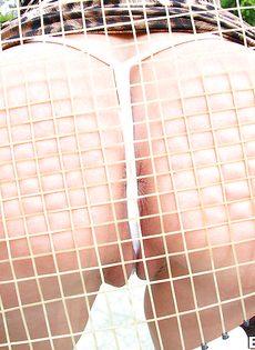 Грудастая стерва Вероника Авлув на теннисном корте - фото #16