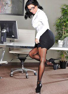 Сучка в сексуальном нижнем белье получила кончу на лицо - фото #3