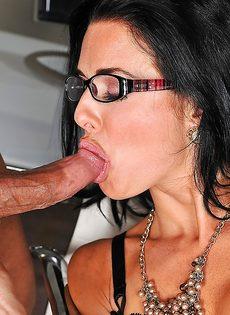 Сучка в сексуальном нижнем белье получила кончу на лицо - фото #6