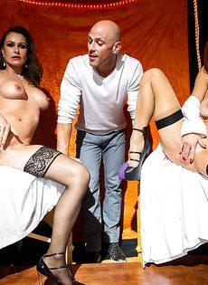 Лысому пареньку пришлось постараться во время ебли с женщинами - фото #1