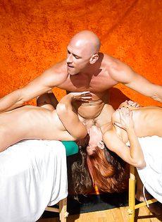 Лысому пареньку пришлось постараться во время ебли с женщинами - фото #12