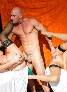 Лысому пареньку пришлось постараться во время ебли с женщинами - фото #14