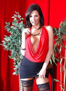 Бабенка Вероника Авлув хочет довести себя до яркого оргазма - фото #2