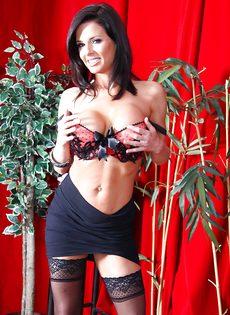 Бабенка Вероника Авлув хочет довести себя до яркого оргазма - фото #4