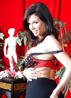 Бабенка Вероника Авлув хочет довести себя до яркого оргазма - фото #6
