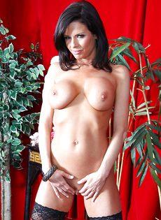 Бабенка Вероника Авлув хочет довести себя до яркого оргазма - фото #11
